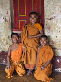 Group of Happy Young Novice Monks at Monastery in Ban-Lo, a Shan Village Outside Kengtung, Myanmar Papier Photo par Nigel Pavitt