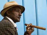 Havana, Cuban Man, Plaza De La Catedral, Havana, Cuba Fotodruck von Paul Harris