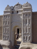 Traditional Nubian Architecture at a Gate in the Village of Qubbat Selim Fotografisk tryk af Nigel Pavitt