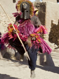 Dogon Country, Tereli, A Masked Dancer Leaps High in the Air at the Dogon Village of Tereli, Mali Fotografisk tryk af Nigel Pavitt