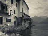 Lombardy, Lakes Region, Lake Como, Santa Maria Rezzonico, Lakeside Houses, Italy Reproduction photographique par Walter Bibikow