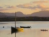 Traditional Galway Hooker, Roundstone Harbour, Connemara, Co, Galway, Ireland Fotografisk trykk av Doug Pearson