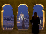 Hungarian Parliament Seen from Fishermans Bastion, Budapest, Hungary Fotografie-Druck von Doug Pearson