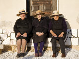 Alentejo, Estremoz, Three Elderly Portuguese Ladies Near in Alentejo Region, Portugal Lámina fotográfica por Camilla Watson