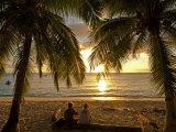 South Pacific, Fiji, Kadavu, Conservation Volunteers Watching the Sunset Fotografie-Druck von Paul Harris