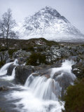 Coupall Falls and Buachaille Etive Mor in Winter, Glencoe, Scotland, UK Photographie par Nadia Isakova