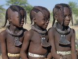 Three Young Girls, their Bodies Lightly Smeared with Red Ochre Mixture, Namibia Fotografie-Druck von Nigel Pavitt