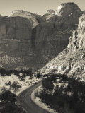Utah, Virgin, Traffic on the Zion-Mt, Carmel Highway, Winter, USA Photographie par Walter Bibikow
