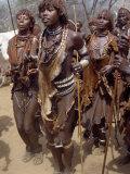 Hamar Women Dance, Sing and Blow Tin Trumpets in 'Jumping of Bull' Ceremony, Omo Delta, Ethiopia Fotodruck von Nigel Pavitt