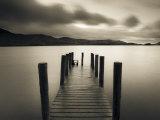 Steiger in Derwent Water in het Lake District, Noordwest Engeland Fotoprint van Gavin Hellier