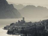 Veneto, Lake District, Lake Garda, Malcesine, Aerial Town View, Italy Reproduction photographique par Walter Bibikow