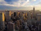 Ciudad de Nueva York, Manhattan, Vista del centro de la ciudad y el Empire State Building desde el centro Rockefeller, EE UU Lámina fotográfica por Gavin Hellier