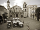 Havana, Cafe in Plaza De La Catedral, Havana, Cuba Photographie par Paul Harris