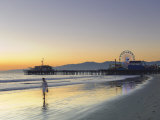 California, Los Angeles, Santa Monica Beach, Pier and Ferris Wheel, USA Photographie par Michele Falzone