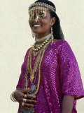 Afar Girl from Sultanate of Tadjoura Wears Exotic Gold Jewellery for Marriage Fotografisk tryk af Nigel Pavitt