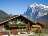 Traditional Houses, Wetterhorn and Grindelwald, Berner Oberland, Switzerland Stampa fotografica di Doug Pearson