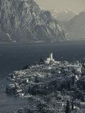 Veneto, Lake District, Lake Garda, Malcesine, Aerial Town View, Italy Fotografisk trykk av Walter Bibikow