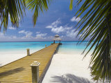 Jetty Leading Out to Tropical Sea, Maldives, Indian Ocean, Asia Stampa fotografica di Sakis Papadopoulos