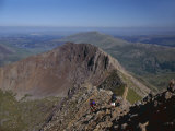 Walkers Approaching the Summit of Mount Snowdon from the Ridge of Y Lliwedd National Park Fotodruck von Nigel Blythe