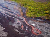 Lava Flowing from Kilauea Volcano, Hawaii Volcanoes National Park, the Big Island, Hawaii Reproduction photographique par Michael DeFreitas