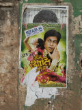 Shahruk Khan in Torn Bollywood Movie Poster on Wall, Hospet, Karnataka, India, Asia Photographie par Annie Owen