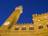 Palazzo Pubblico and Torre Del Mangia Tower in Piazza Del Campo Fotografiskt tryck av Annie Griffiths Belt