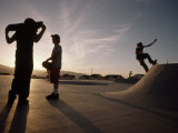 Teenagers Skateboard at a Park a Few Miles from a Chemical Test Site Fotografisk trykk av Lynn Johnson