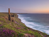 Wheal Coates, Abandoned Disused Cornish Tin Mine at Sunset, North Cornwall, England, United Kingdom Photographie par Neale Clark