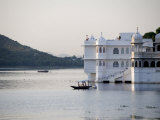 Lake Palace at Sunrise, Udaipur, Rajasthan, India, Asia Photographie par Annie Owen