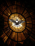 Stained Glass Window in St. Peter's Basilica of Holy Spirit Dove Symbol, Vatican, Rome, Italy Impressão fotográfica por  Godong