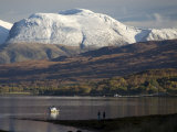 Ben Nevis Range, Seen from Loch Eil, Grampians, Western Scotland, United Kingdom, Europe Fotografie-Druck von Tony Waltham