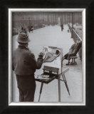 Le Peintre du Pont des Arts, c.1953 Art by Robert Doisneau