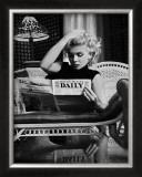 Marilyn Monroe leyendo el Motion Picture Daily, Nueva York, c.1955 Posters por Ed Feingersh