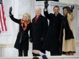 Barack Obama, Joe Biden and Their Wives Wave During the Inaugural Celebration at Lincoln Memorial Fotografisk tryk