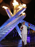 Wayne Gretzky Lights the Olympic Flame During the Opening Ceremony of 2010 Vancouver Winter Games Papier Photo