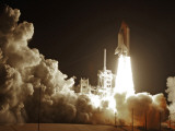 Space Shuttle Discovery Lifts-Off from the Kennedy Space Center at Cape Canaveral, Florida Lmina fotogrfica