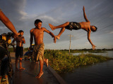 Youths Play in a Lagoon Near the Eastern Beni State Capital of Trinidad, Bolivia Reproduction photographique