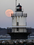 Full Moon Rises Behind the Spring Point Light House in South Portland, Maine Fotografie-Druck