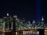Tribute to Victims of World Trade Center Terrorist Attacks Lights Up the Sky Above Manhattan Fotografisk tryk
