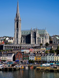 Immigrant Embarkation Harbour, Terraced Houses and St Colman's Cathedral, County Cork, Ireland Fotografisk trykk