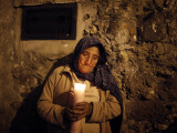 Elderly Woman Holds a Candle as She Takes Part in a Procession During Holy Week in Taxco, Mexico Lámina fotográfica