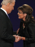 Senator Joe Biden and Governor Sarah Palin Shake Hands before the Start of Vice Presidential Debate Fotografisk tryk