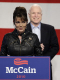 Sarah Palin Talks at a Campaign Rally for Senator John McCain at Pima County Fairgrounds in Tucson Lámina fotográfica