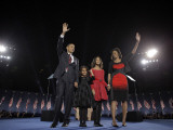 President-Elect Barack Obama and His Family Wave at the Election Night Rally in Chicago Fotografisk tryk