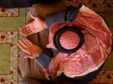 Man Prays at At Sunni Muslim Um Al-Qura Mosque in Baghdad, Iraq Papier Photo