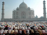 Muslim Faithful Pray at the Mosque in the Taj Mahal Complex to Celebrate Eid-Al-Fitr Photographic Print