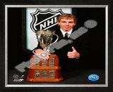 Patrick Kane with the 2008 Calder Memorial Trophy Framed Photographic Print