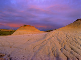 Badlands at Twilight in the Little Missouri National Grasslands, North Dakota, USA Stampa fotografica di Chuck Haney