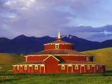 Historic Round Barn at Twin Bridges, Montana, USA Stampa fotografica di Chuck Haney