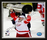 Dan Cleary with the Stanley Cup, Game 6 of the 2008 NHL Stanley Cup Finals; 34 Framed Photographic Print